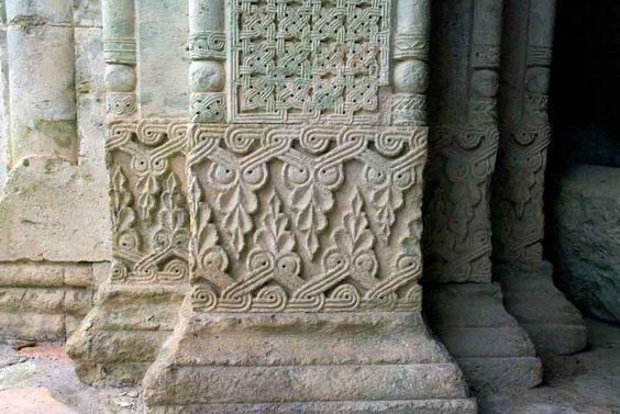 ქართული ხუროთმოძღვრული ძეგლების სამკაულები